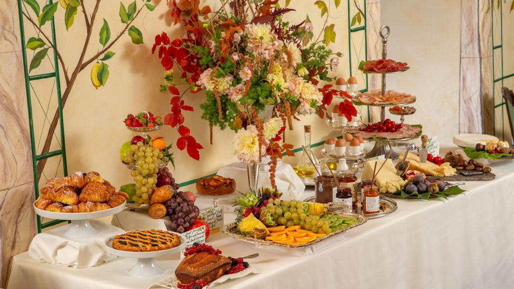 hotel-campo-de-fiori-rome-breakfast-room-7107