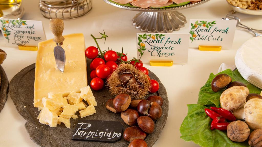 hotel-campo-de-fiori-rome-breakfast-room-7181