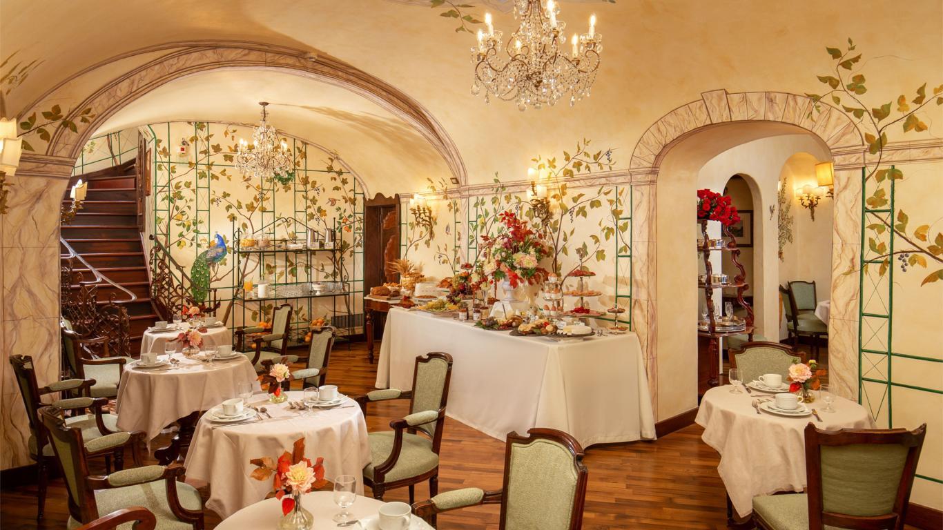 hotel-campo-de-fiori-rome-breakfast-room-7133x