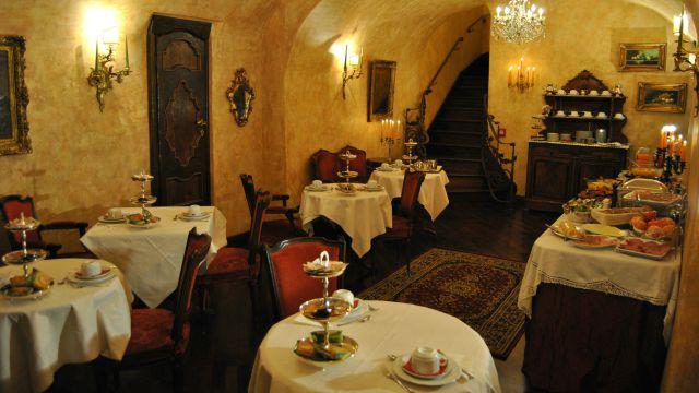 hotel-campo-de-fiori-rome-breakfast-05
