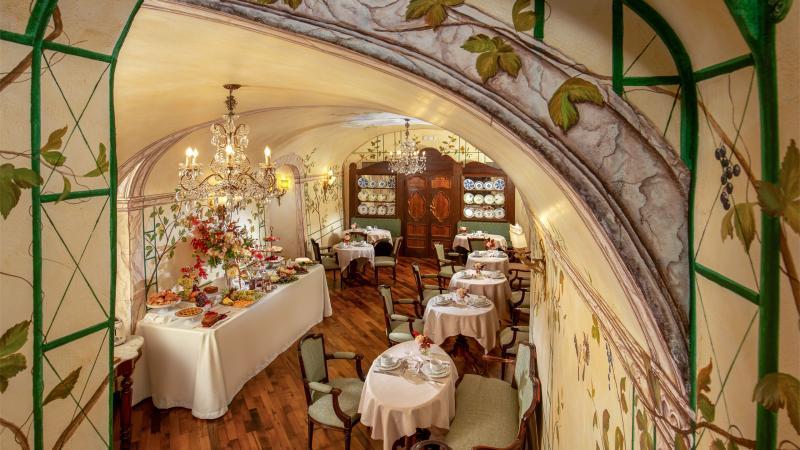 hotel-campo-de-fiori-rome-breakfast-room-7072x