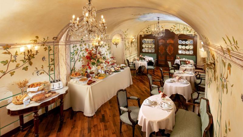 hotel-campo-de-fiori-rome-breakfast-room-7086hx